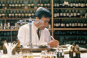 Развитие парфюмерии. Первые парфюмеры создавшие ароматы духов.