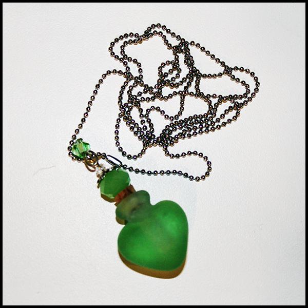 Кулон-флакон для духов и эфирных масел Handmade Murano Lampwork «Изумрудное сердце»