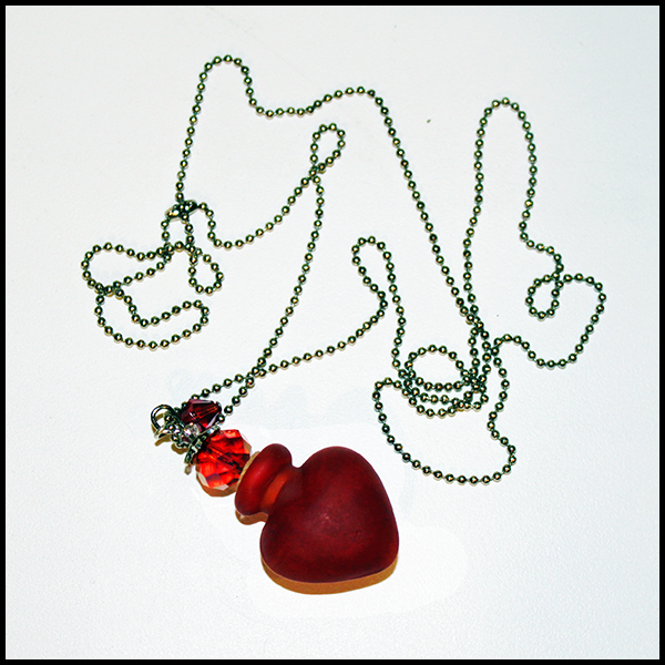"Кулон-флакон для духов и эфирных масел Handmade Murano Lampwork ""Алое сердце"""